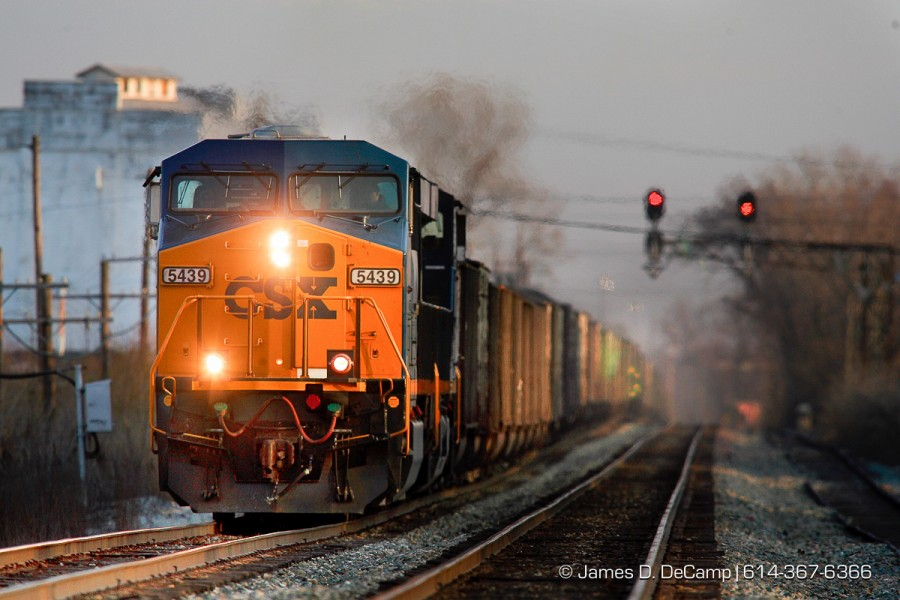 A CSX train makes its way North through Columbus Ohio April 2, 2008. (© James D. DeCamp | http://www.JamesDeCamp.com | 614-367-6366)
