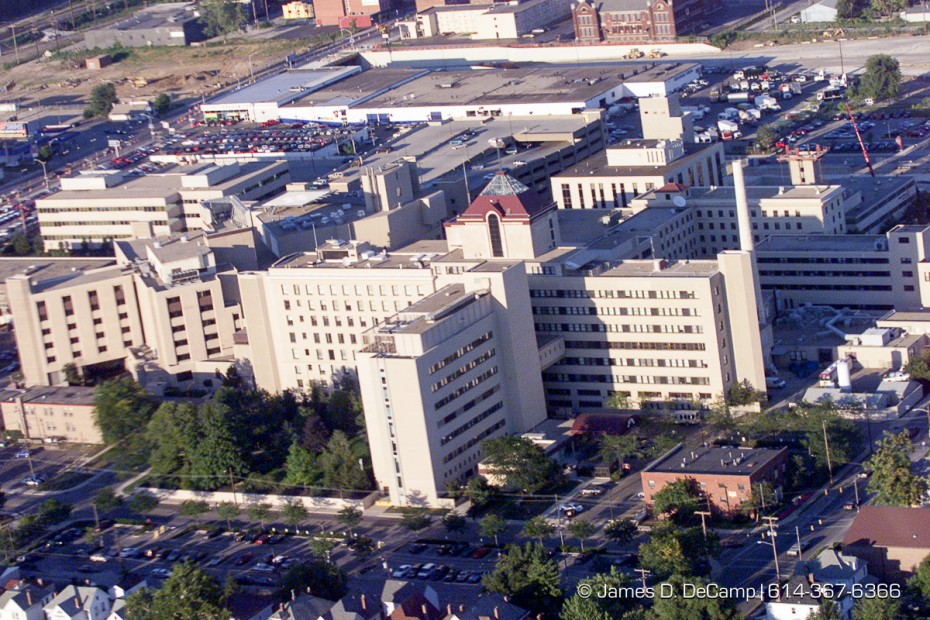 Mount Carmel West Hospital as seen from the air looking east. (© James D. DeCamp | http://www.JamesDeCamp.com | 614-367-6366) [Photographed with Canon EOS D2000 cameras in RAW mode with L series lenses.]
